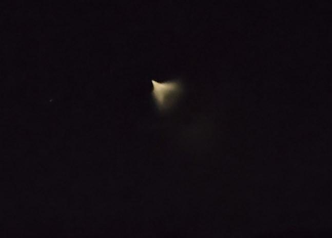 Det var strax efter midnatt när Ove Lönnqvist steg ur bilen i Åvist i Purmo och såg ljusfenomenet på himmelen.