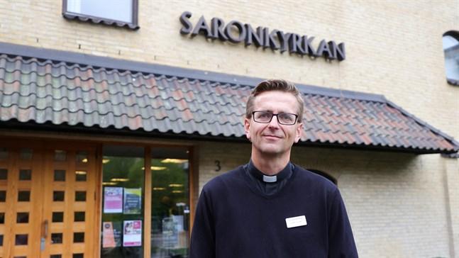 Daniel Dalemo, pastor i Saronkyrkan som öppnades tidigt på morgonen för drabbade av explosionen i ett höghus strax intill.