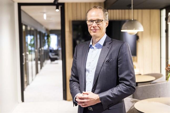 Lokal-Tapiolas nya chefdirektör Juha Koponen, tidigare vd för Veikkaus, har studerat ekonomi vid Åbo akademi.