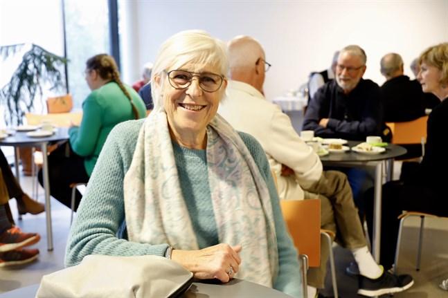 Nancy Böling följde med på den populära resan till Österbotten. Hon har själv rötter i Närpes och kombinerar resan med att träffa släkt.
