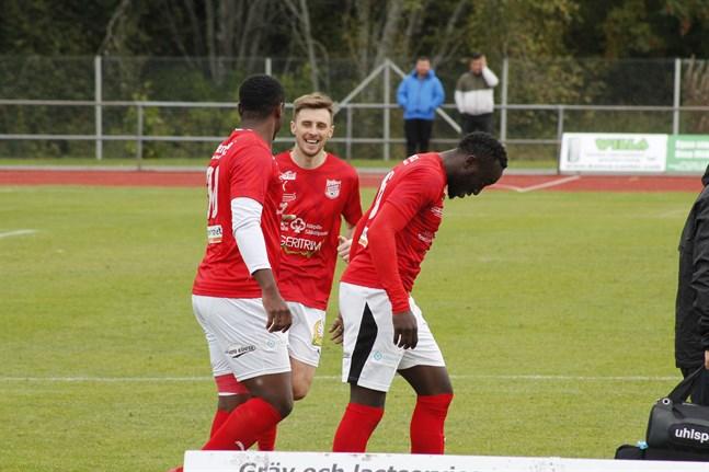 Sporting hoppas få fira seger och mål i säsongsavslutningen på lördag. Junior Oyono, till vänster, och Charlie Crane är kuranta. Däremot är Antou Badjan, till höger, osäker på spel.