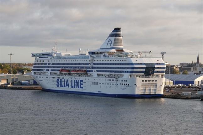 Tre av Tallinks fartyg lägger ned sin trafik från och med mitten av januari på grund av skral efterfrågan.