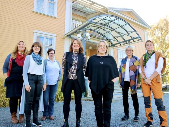 Cecilia Åminne, Charlotta Lillas, Gunilla Nyman, Kerstin Storvall, Marianne Asplund, Monika Forsbacka och Anne-Marie Koski ser ett tydligt behov av en ny profil för tidigare Seurakuntaopisto, numera Step-utbildning.