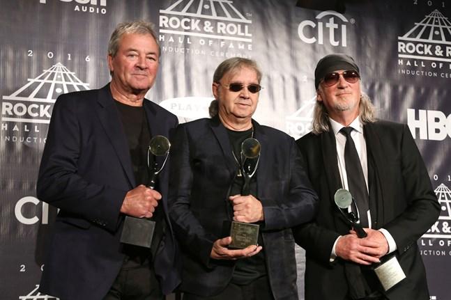 Ian Gillan, Ian Paice och Roger Glover i Deep Purple chockar omgivningen med ett coveralbum. Arkivbild.