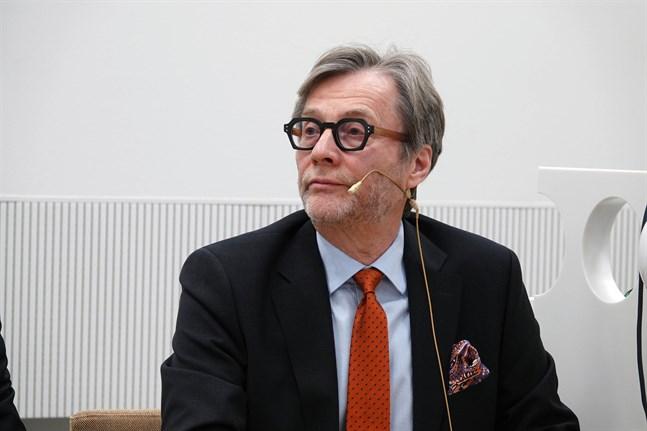 Markku Mäkijärvi, tf verkställande direktör för Helsingfors och Nylands sjukvårdsdistrikt, menar att resurserna som vården av ovaccinerade kommer att svälja skulle behövas på annat håll.