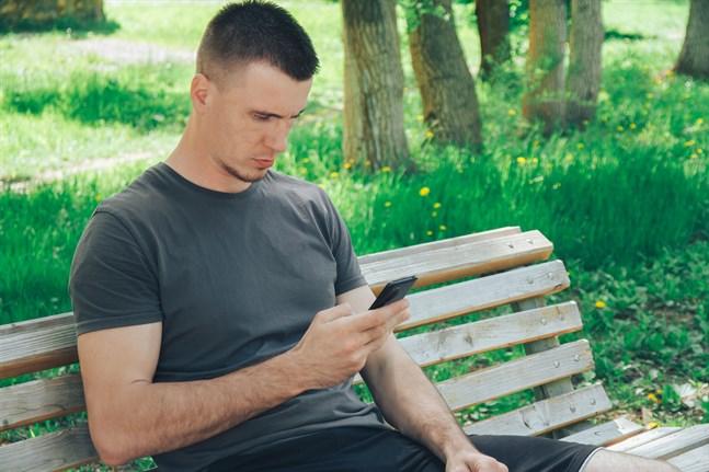 Män som känner sig ensamma kanske aldrig har lärt sig allt man behöver för att inte vara det.