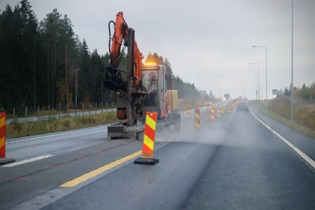 Sista delen av Smedsby omfartsväg får mitträcken.