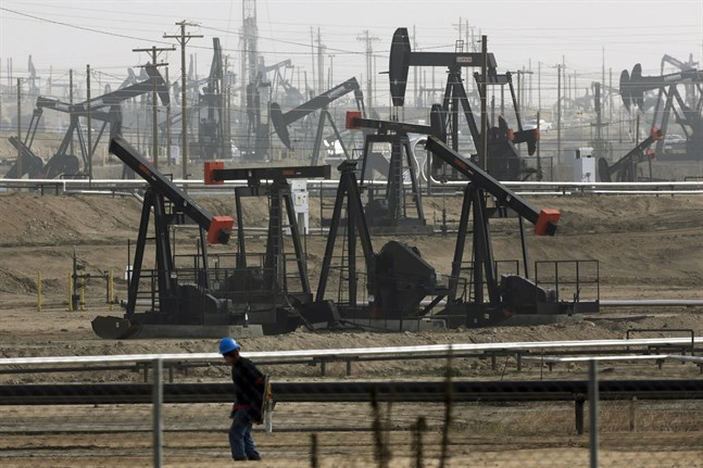 Hedgefonder som satsat på olje- och gastillgångar som dumpats av fonder med skärpta hållbarhetsmål täljer guld med smörkniv.