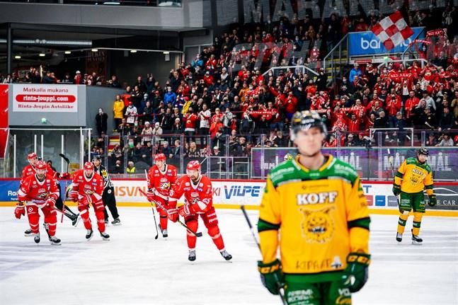 Axel Holmström, i mitten, satte segermålet med sin tredje fullträff för säsongen.