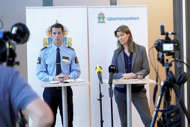Mattias Sigfridsson, kommenderingschef för polisregion Syd, och Susanna Trehörning, biträdande kommenderingschef från Säkerhetspolisen, vid en pressträff om säkerhetsarbetet i samband med Förintelsekonferensen nästa vecka.