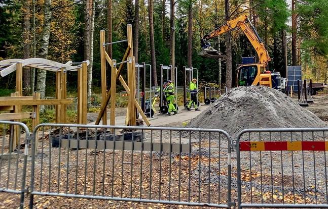 Arbetet med det nya utegymmet är i full gång och allt väntas vara klart om 4-5 veckor.