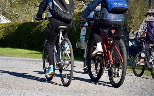 Polisen ingrep flera gånger för att cyklister inte använde cykellykta.
