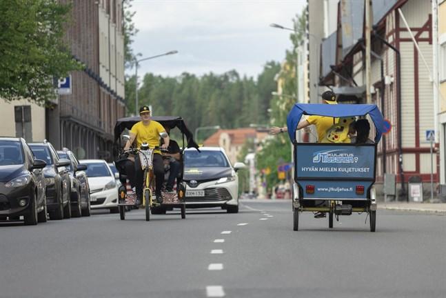 Biketaxi kan ta mellan två till tre passagerare.