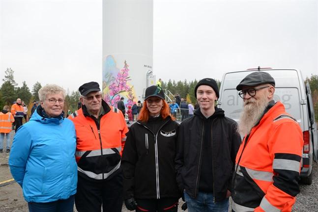 Else och Göran Wägar bor i Bodbacka och hade bara några kilometer till invigningsfesten, där de hade sällskap av dottern Helena Sabel som kom från Vasa med sonen Elias Carlson och maken Mats Sabel för att bekanta sig med vindkraftsparken.