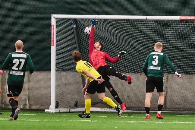Sampo Rintala (15) satte 0–2-målet bakom Johannes Karf.