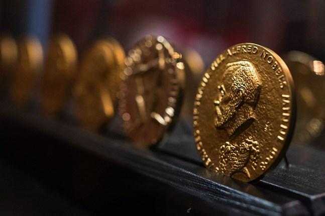 En trio tilldelas årets ekonomipris till minnet av Alfred Nobel.