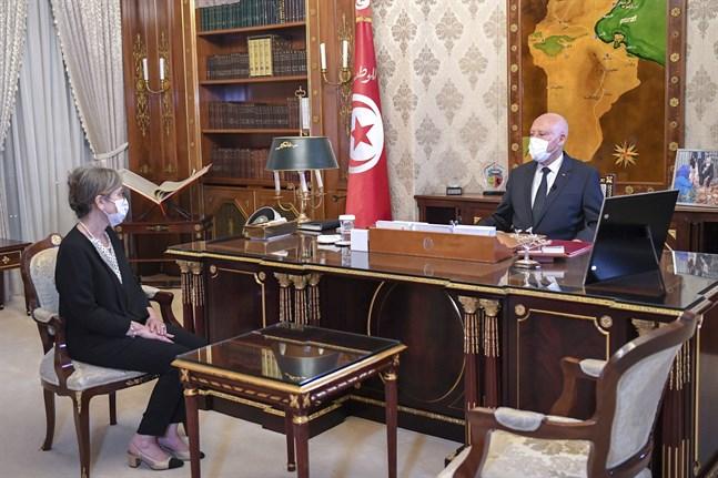 Tunisiens president Kaïs Saïed i september med nyligen tillsatta premiärministern Najla Bouden.
