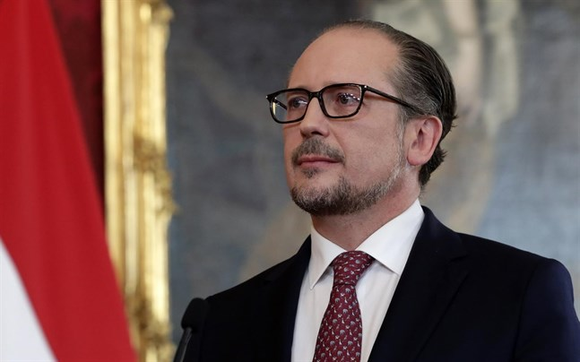 Alexander Schallenberg har svurits in som ny förbundskansler i Österrike.