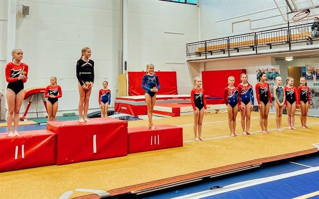 Fitness idrottsförening och IF Drott tävlade på hemmaplan i idrottsgården i Jakobstad.