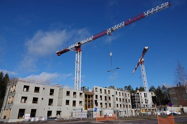 Företag i byggbranschen är mer pigga på att nyanställa än snittet. Endast 27 procent av byggbolagen uppger att de inte har för avsikt att nyanställa, jämfört med snittet på 36 procent för alla företag.