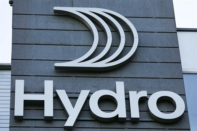 Norska bolaget Hydros aluminium används bland annat i fönster, dörrar och elbilar som säljs i Finland. Enligt Finnwatch pågår nu hundratals rättsliga ärenden mot bolaget. Hydro anklagas bland annat för miljöförstöring och skogsskövling i norra Brasilien, samt för att ha äventyrat livsvillkoren för utsatta delar av befolkningen där.