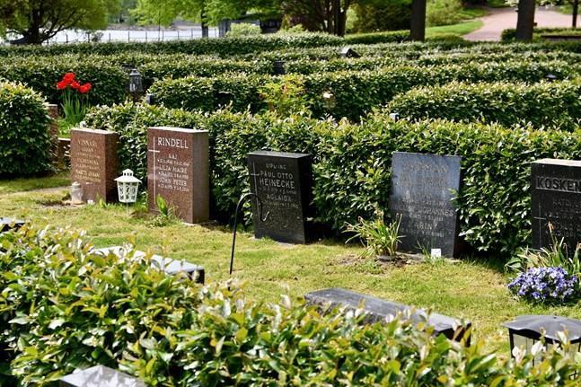 Krematoriet finns vid Sandudds begravningsplats.