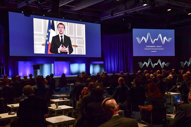 Frankrikes president Emmanuel Macron talar via videolänk under Malmöforum.