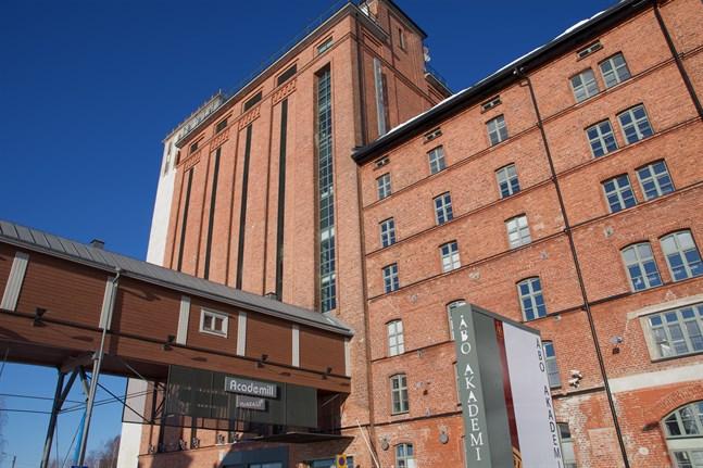 Åbo Akademi får 2,7 miljoner euro för satsningar på humanistiska vetenskaper, naturvetenskaper och pedagogik och lärarutbildning.
