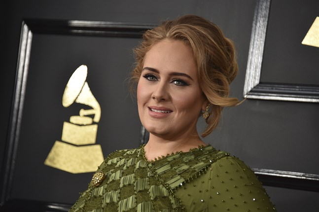 Adele släpper nytt. Här syns hon på Grammygalan 2017.