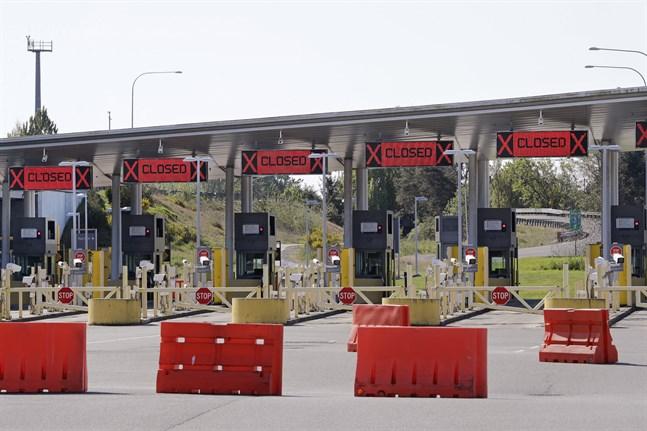 Spärrarna vid gränsen mellan USA och Kanada kan snart tas bort. Bild från i fjol.