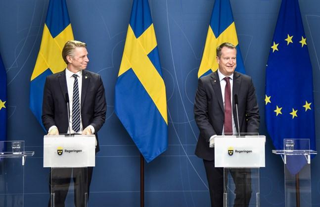 Miljö-och klimatminister Per Bolund (MP) och energi-och digitaliseringsminister Anders Ygeman (S) föreslår åtgärder som ska få fart på byggandet av vindkraftverk till havs.