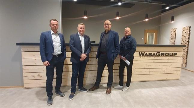 Petri Sandkvist och Jukka Airaksinen på Airaksinen Invest, Ari Tyynismaa på Wasagroup och Reijo Siltamäki på Wasacon förverkligar nybygget i Klemetsö.