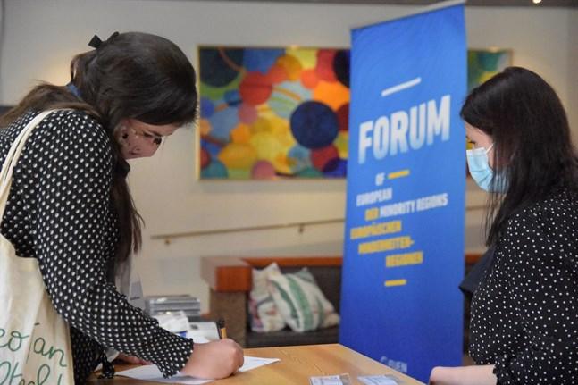 Torsdagens konferens om de europeiska minoritetsspråken gästades av språkaktivister, forskare, politiker och lingvister.